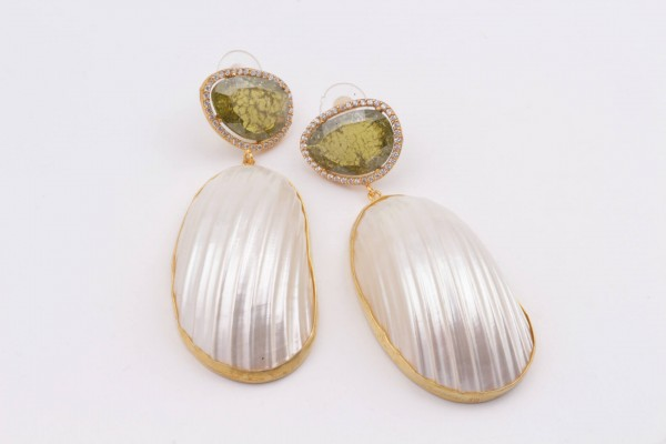 Earring with Olive Green Zircone, Nacre and Gold Plated Silver
